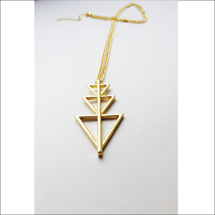 N028 - G. Triforce Necklace