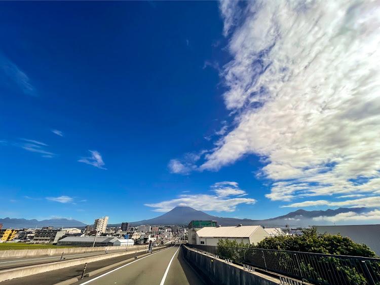 ヴォクシー ZWR80Wの海の見える風景,夕陽に照らされて,カメラ好きな人と繋がりたい,車写活,今日の富士山🗻に関するカスタム&メンテナンスの投稿画像9枚目