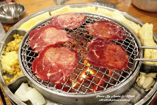 姜虎東678白丁烤肉(台灣直營店)好吃!不飛韓國也能吃到~重點是不用自己烤,出張嘴就行!