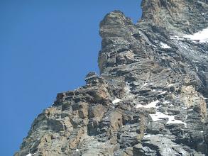 Photo: Refuge Jean-Antoine Carrel (3825m) perché sur l'arête. (vue garantie)