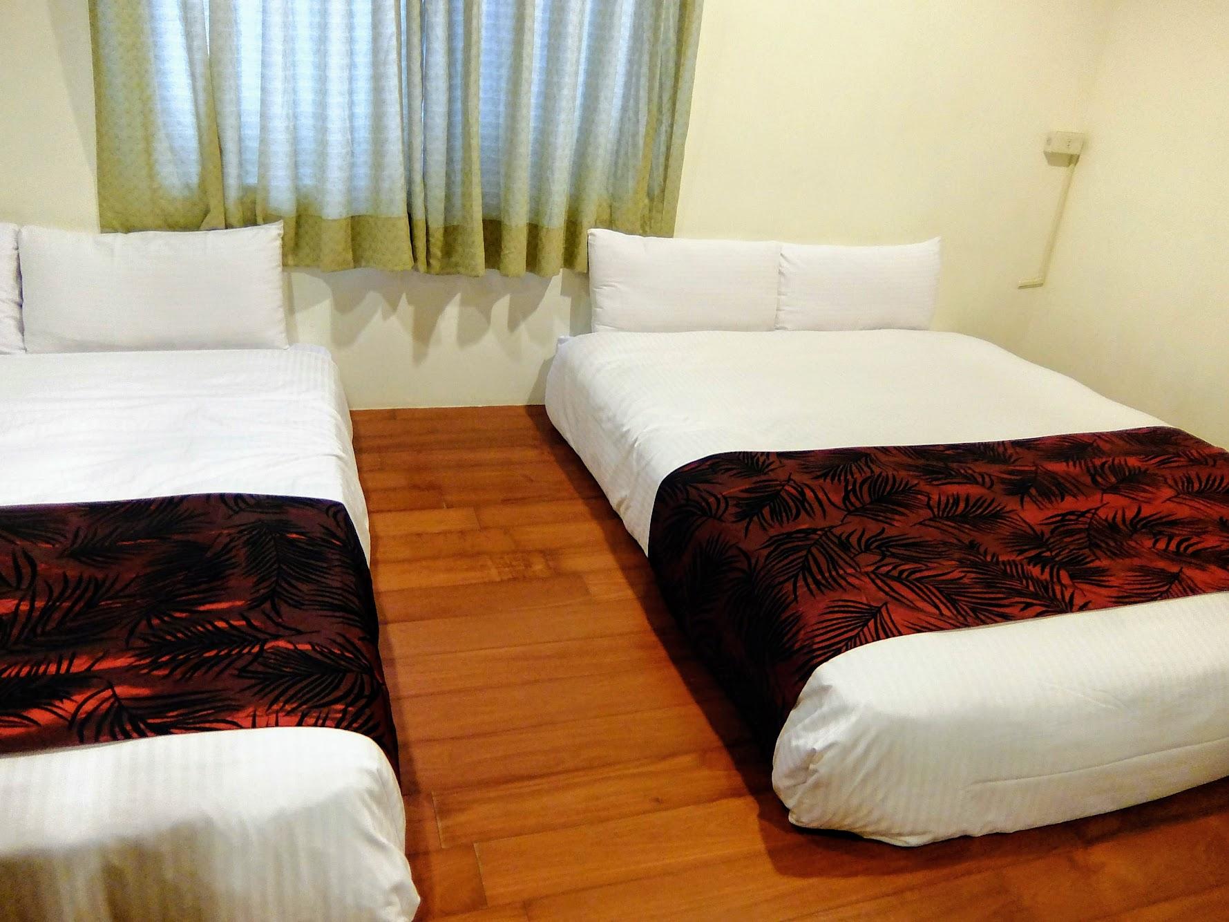 和式房上面有二張大床,並起來剛好可以讓小朋友睡,也不怕滾下床