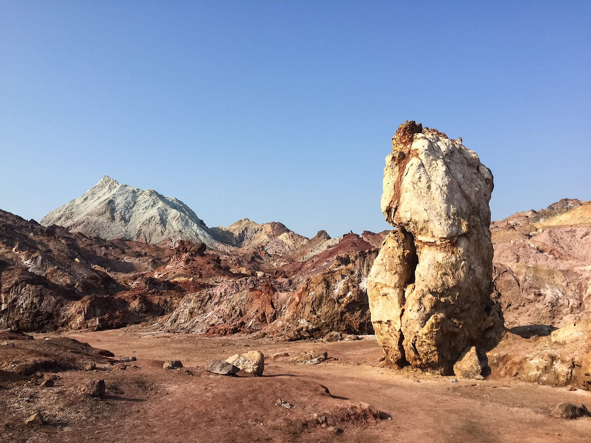 Hormuz Island Guide: Travel Tips & Things To See // Rainbow Mountains