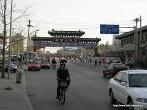 Photo: 24-03-2006. Nankaiyuang Street. Links is ons hotel, het Grand View Garden Hotel, gelegen.