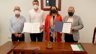 Firma del convenio de colaboración en el Ayuntamiento de Fondón.