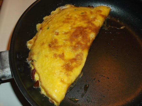 Slide omelette onto serving plate; sprinkle with remaining bacon bits and chives.