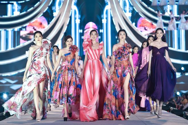Kỳ Duyên, Đỗ Mỹ Linh khoe chân dài trong đêm thi của 'Hoa hậu Việt Nam' - 1