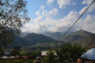 Photo: A to już widok z tarasu naszej bazy w Kazbegi. Kazbek chowa się w chmurkach.