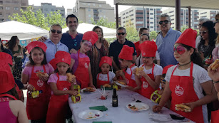 Stand de Caparrós en el que la empresa organizó un desayuno saludable entre los niños y niñas.