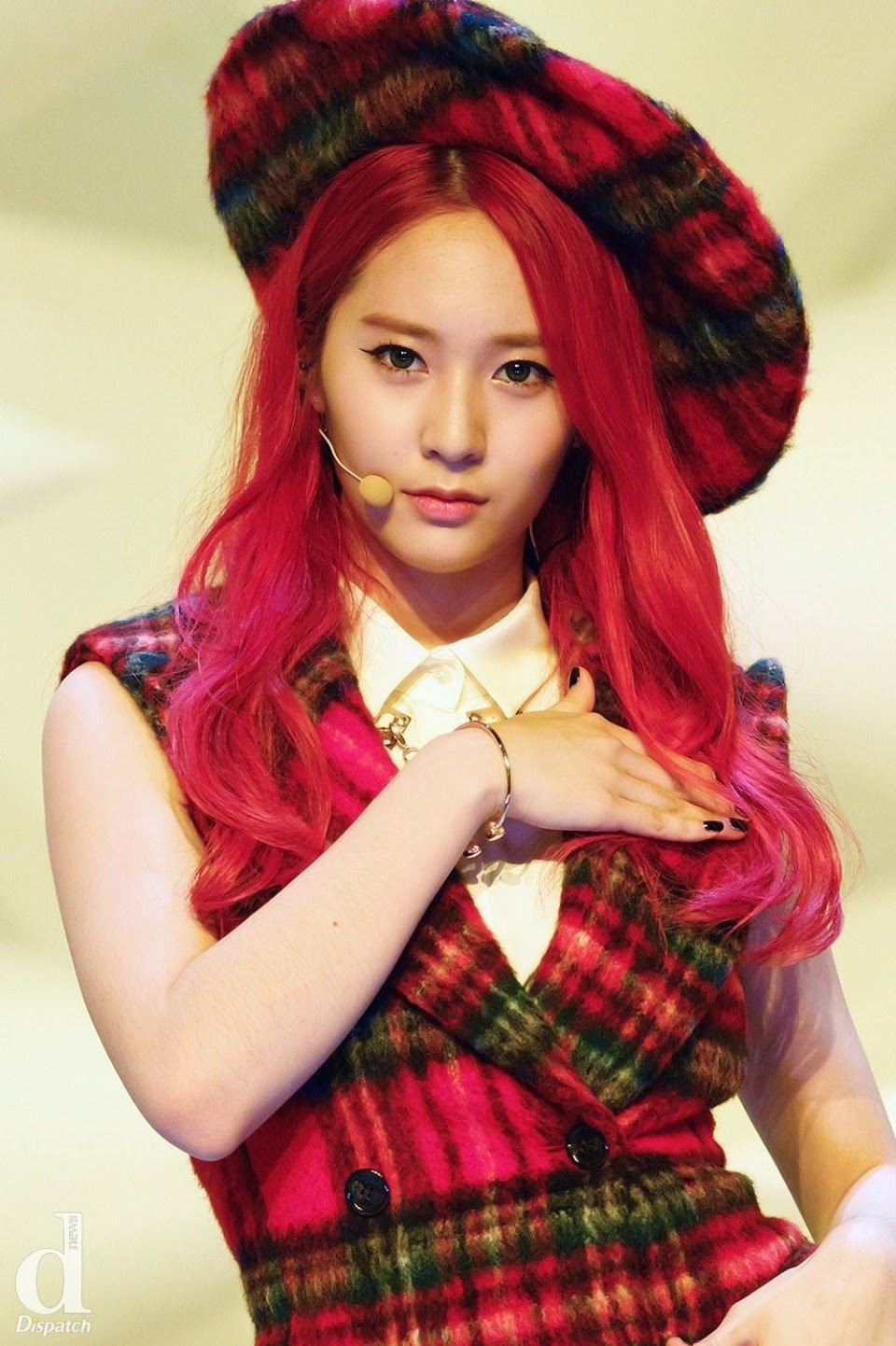 3e2c03895609139e757bbcac147edfa1_redstal-pinkstal-krystal-with-pink-red-hair-is-bae-af-fx-krystal-red-hair_1000-1502