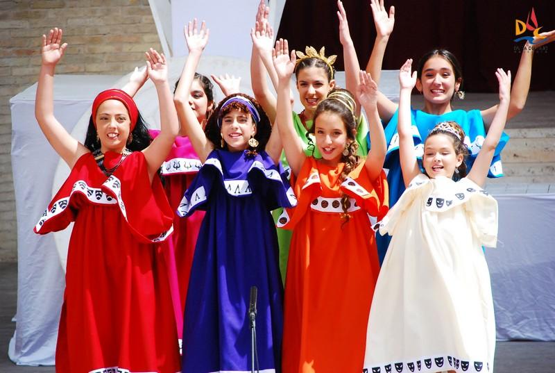 """Brillantes nuestros """"Menuts Deus"""" en el Teatro Romano de Sagunto"""