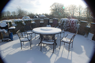 Photo: ZERO Maintenance and RUST proof Aluminium Outdoor Furniture http://www.outsideedgegardenfurniture.co.uk/Cast-Aluminium-and-Metal-Garden-Furniture/Tables-for-6/Round-6-Seater-Metal-Garden-Set.html