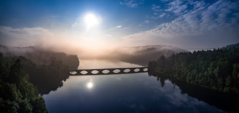 Photo: #Sonnenaufgang an der #Versetalsperre im #Sauerland . Nur zu genießen wenn man Frühaufsteher ist :-) - #sunrise  at #water #reservior in the Sauerland region in western #Germany . You can only enjoy as an early bird :-) - #panorama #Panoramaphotopgraphy #aerial #aerialphotography #lake #see #phantom3 #lüdenscheid #Märkischerkreis #bridge #brücke #Klamerbrücke