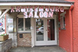 Photo: welkom in het kruikenburg saloon