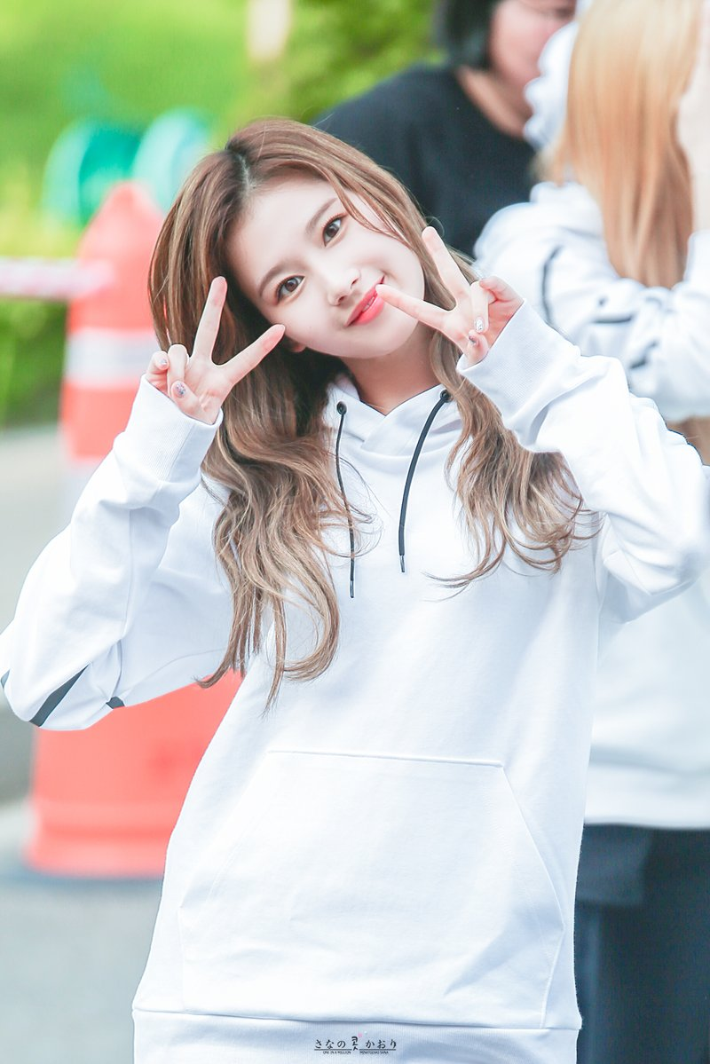 august 2018 brand rep female idol 2