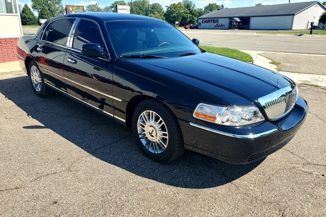 2010 Lincoln Town Car - Triple Black - Finest in the Country Hire MI 48101