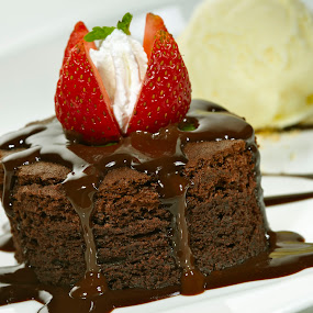 WARM CHCOCOLATE CAKE10227.jpg