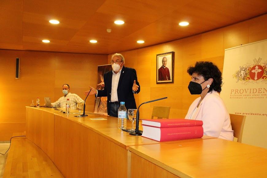 El alcalde de Vícar durante su conferencia.