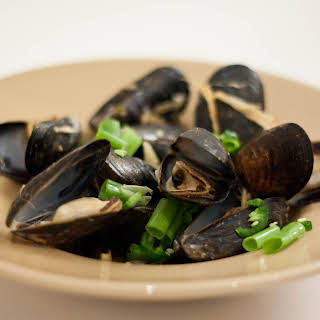 Steamed Mussels in Asian Broth with Soup.