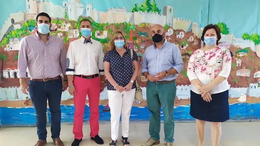El delegado de Igualdad, segundo por la izquierda, con ediles de Alhama y el presidente de FAAM.