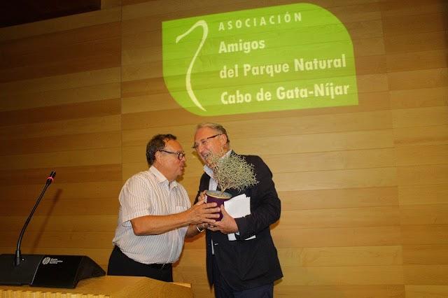 El presidente de la Autoridad Portuaria de Almería recogió el Premio Rascamoños.