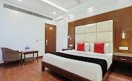 Capital O 2242 Hotel Yuvraj Deluxe photo 8