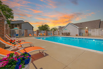 Go to Compass Pointe Apartments website