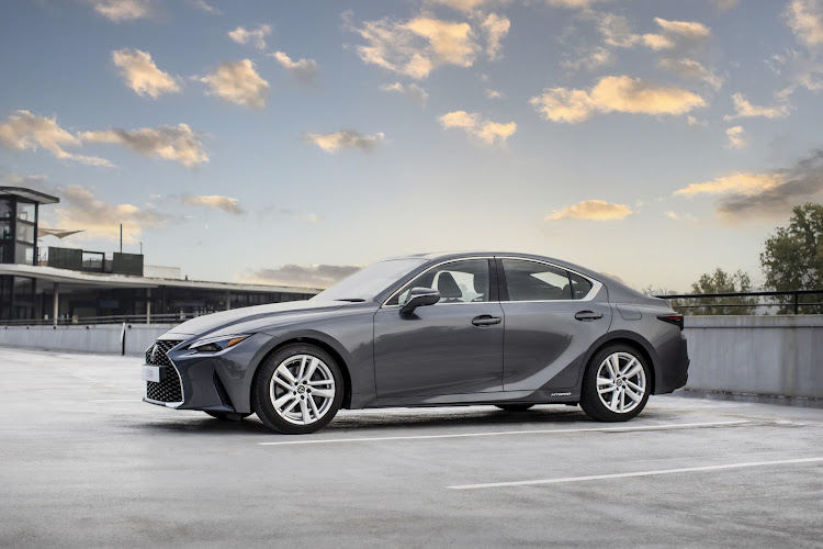 The new Lexus IS 300h offers flaccid performance.