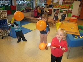 Photo: Wedstrijdje: om het vlugst een dikke ballon