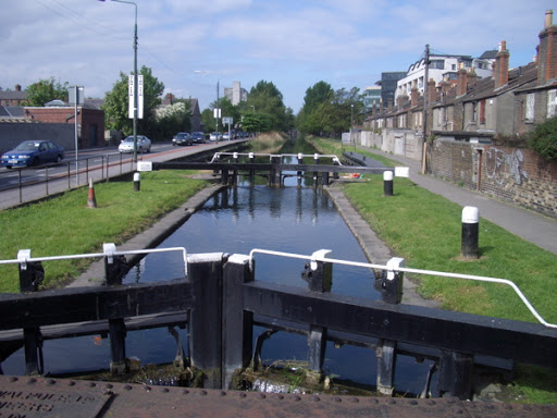 grand-canal-the-lock-at-leeson-street-bridge