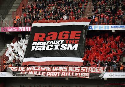 """📷 Club en supporters Standard tegen racisme, maar ook met scherpe prik naar Bayat en maatschappij: """"Geen pact met het ongedierte"""" en """"Soms beter racist dan ..."""""""