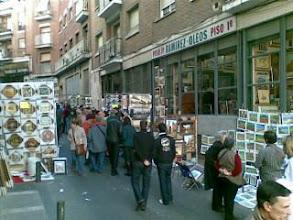 Photo: Domingo de Rastro, buscando alguna ganga art�stica-desde mi Nokia E61i
