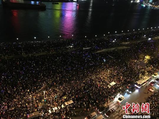 上海外滩踩踏事件,相关报道和网友评论