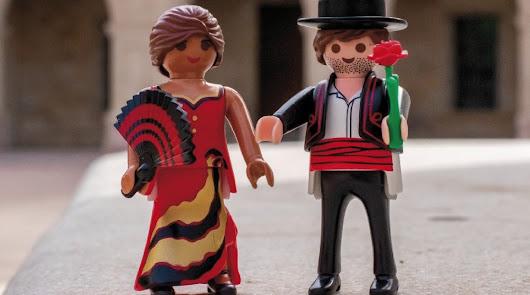 Los Playmobil esperan la llegada de la Feria y el encendido de la Portada