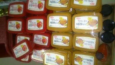 Photo: I am in Pune, not Busan nor Seoul; finding container-full Korean bean paste packs in the Dorabjee's supermarket on the New Airport Road. It speaks about the large Korean population in Pune. 28th July updated (日本語はこちら) -http://jp.asksiddhi.in/daily_detail.php?id=615
