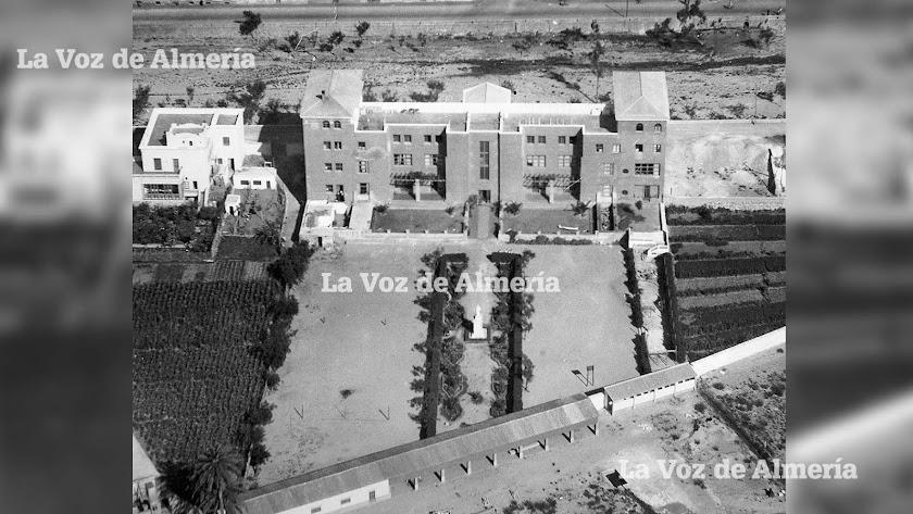 En los primeros años de vida del colegio de las Jesuitinas el lugar era un sitio aislado de la ciudad, entre la Rambla y la vega.