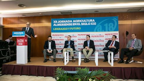Ponentes en el coloquio sobre liderazgo en el sector agrícola
