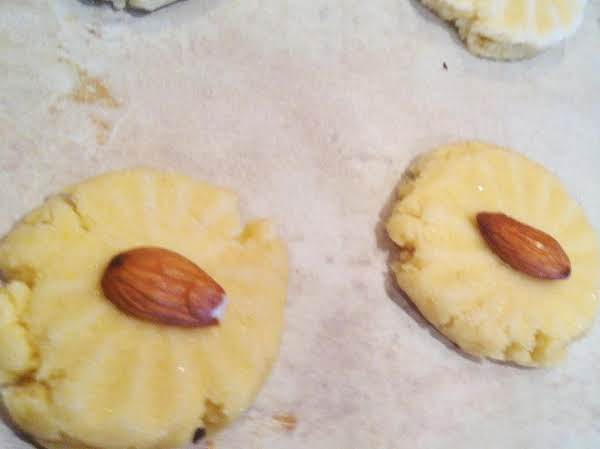Yes, I Know Thats Not A Pecan On Top. Used Them Up Making The Cookies. I Suggest A Pecan On Top.