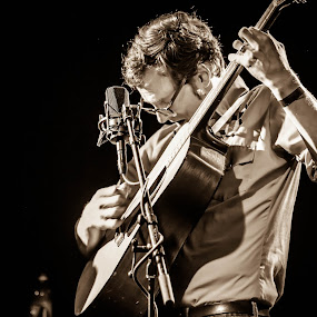 Michael Daves at the Crocodile by Jason Rose - People Musicians & Entertainers ( michael daves, guitar, bluegrass )