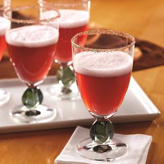Cranberry Fizz Cocktail.