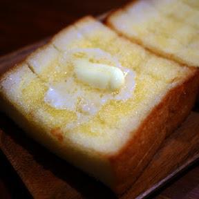 【絶対グルメ】ただでさえ激ウマなセブン-イレブン「厚切りシュガートースト」に追いバターで神ウマ化