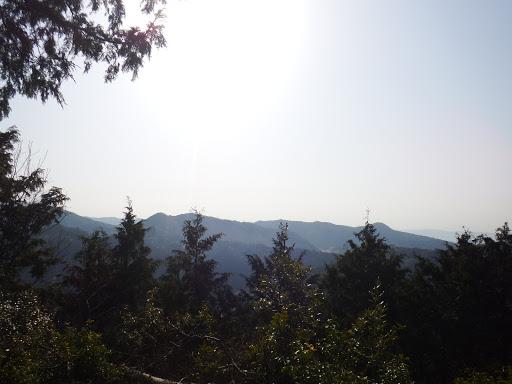 額堂山(左)と観音山(右)