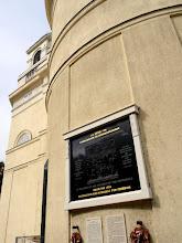 Photo: A templomszentély külső falán a Kárpát medencében kivégzettek emlékműve. (részlet)