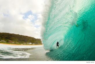 Photo: Wiggolly Dantas, Pipeline. Photo: Noyle #surferphotos