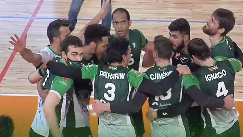 Celebración de Unicaja después de ganar en Los Planos.