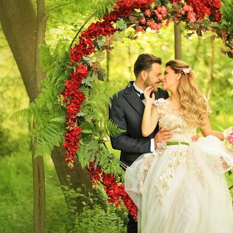 Wedding photographer Anjeza Dyrmishi (anjezadyrmishi1). Photo of 19.07.2017