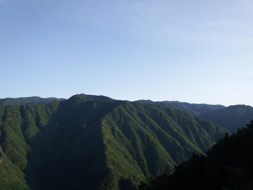 水無峠からの眺め2(左奥に日出ヶ岳)