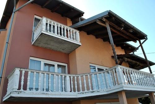 Medak, kuća sa dva stana, garaža, 330 m2 + Terase. Uknjiženo!