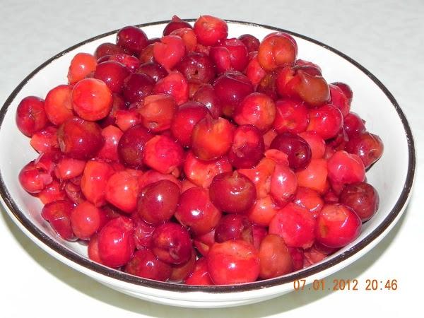 Drain juice from cherries; set cherries aside.