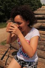 Photo: A lelkes, szakmailag is motivált asszisztensünk (Dr. Báthory Zsófia) éppen kalcitokat lupéz