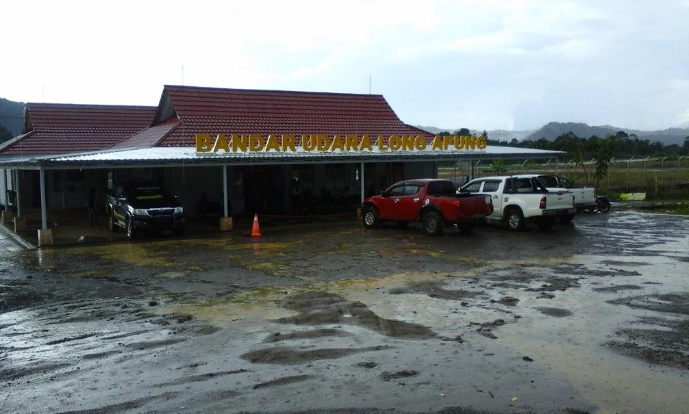 Suasana Bandara Long Ampung usai diguyur hujan. (Foto: Yudha PS)
